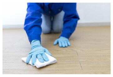 お部屋を掃除をしているイメージの画像